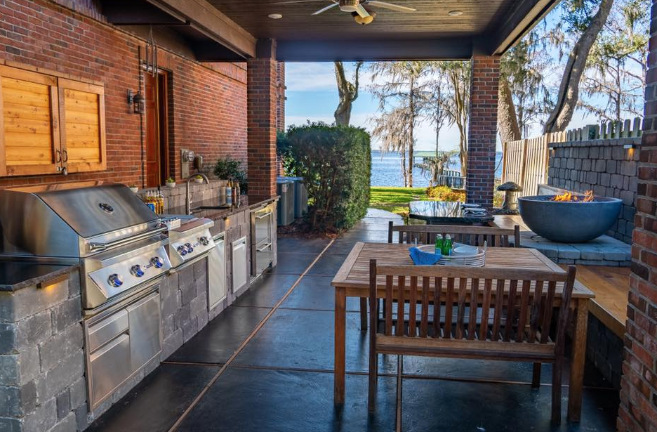 "alt=""outdoor kitchen"""